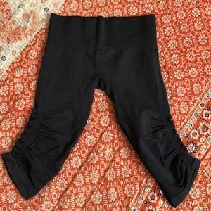 Lululemon flow crop leggings.